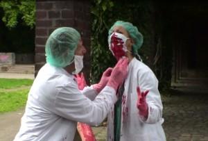 Blut abwischen - Das erste Mal