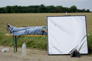 Ramadan auf dem Set von 'Kameradschaft Eins-Acht' - Numan hält sich dran und steht nur für seine Shoots auf